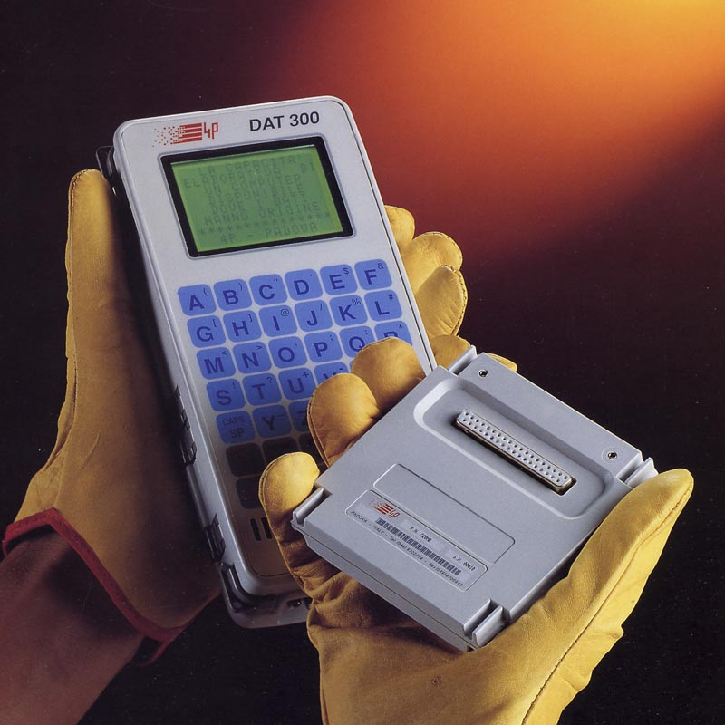 Rugged handheld computer with removable memory DAT300